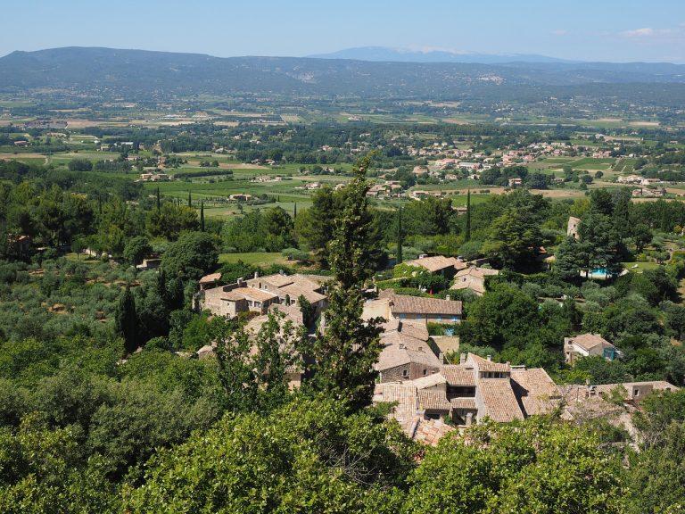 vue panoramique d'un village de Provence